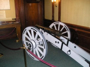 "The ""Hancock"" 3-pounder field cannon on a replica carriage"